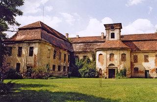 Ruiny pałacyku w Rozkochowie.jpeg