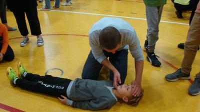 Ćwiczenia w wykonaniu taty i syna