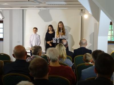 """Prezentacja projektu """"Muzyka łączy dzieci"""" - Fundacja POMOC"""