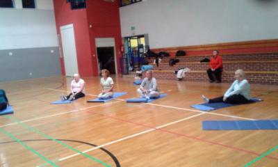 Ćwiczenia jogi w ramach projektu grantowego