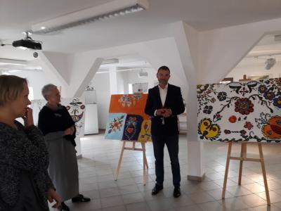 """Galeria Wernisaż """"Kraina tradycją malowana"""""""