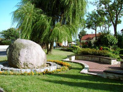Plac przykościelny, Kamień Śląski