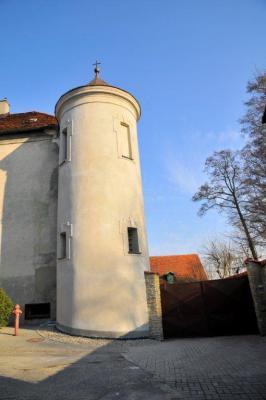 Odrestaurowanie baszty zabytkowej w Jemielnicy