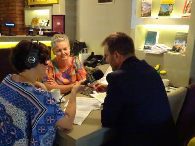 Radio Opole towarzyszyło wręczaniu umów i relacjonowało na żywo