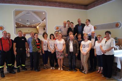 Komisja Europejskiego Stowarzyszenia Rozwoju Obszarów Wiejskich i Odnowy Wsi ARGE wraz z włodarzami i mieszkańcami sołectwa Kadłub, a także włodarzami Gminy Strzelce Op.